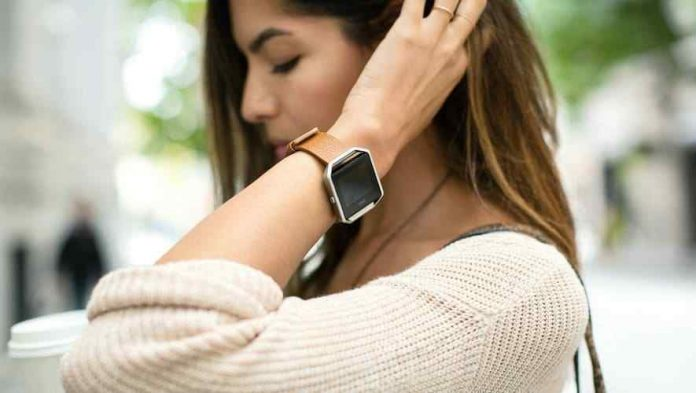 7 Best Fitness Trackers Activity Bracelets in 2021