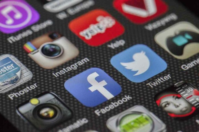 6 Mental Illnesses and Disorders Related to Excessive use of Social Networks